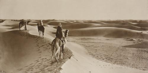 Rudolf LEHNERT & Ernst LANDROCK (1) et Alexandre I BOUGAULT (2) Désert, caravane au col de Sfa, c. 1910-1920  http://www.millon.com/html/fiche.jsp?id=7504957&np=&lng=&npp=150&ordre=&aff=&r=